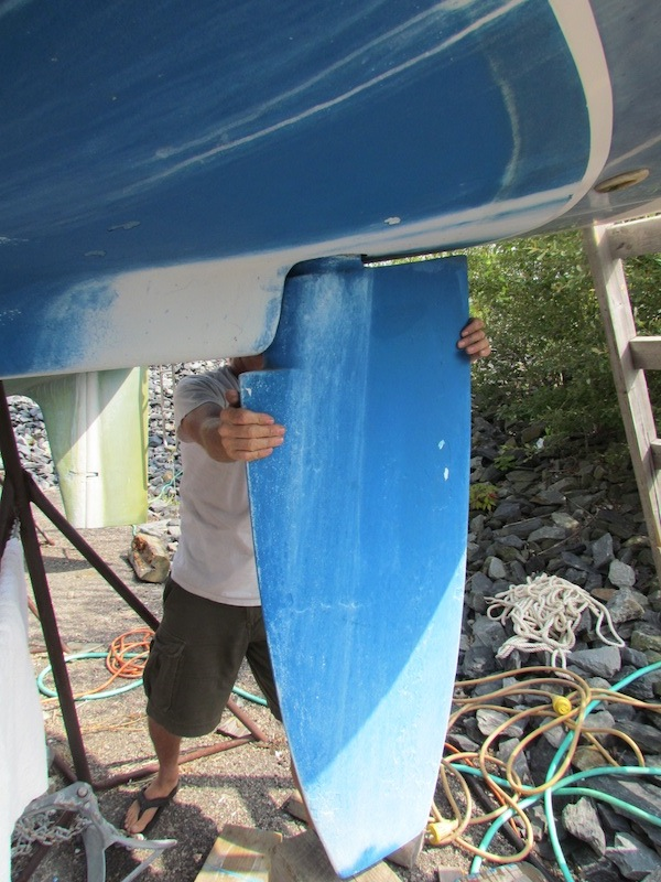 manually moving freedom sailboat rudder